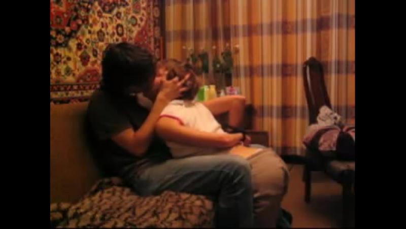 Мужик крепко связал женщину и мучает ее щекоткой ...
