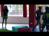 Девушка профи в тайском боксе, косит по новачка))