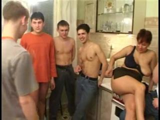 порно русскую ебут хором