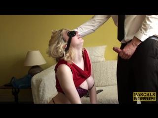 Порно фильмы завязанные глаза