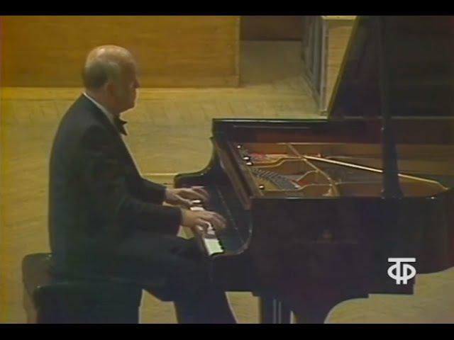 Sviatoslav Richter plays Beethoven Piano Sonata no. 7, op. 10 no. 3 - video 1976