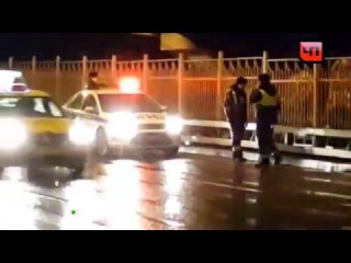 На автостоянке вМоскве на Рублевке сгорели 9иномарок