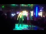 очень красивый эротический танец в ночном клубе дискаунте.
