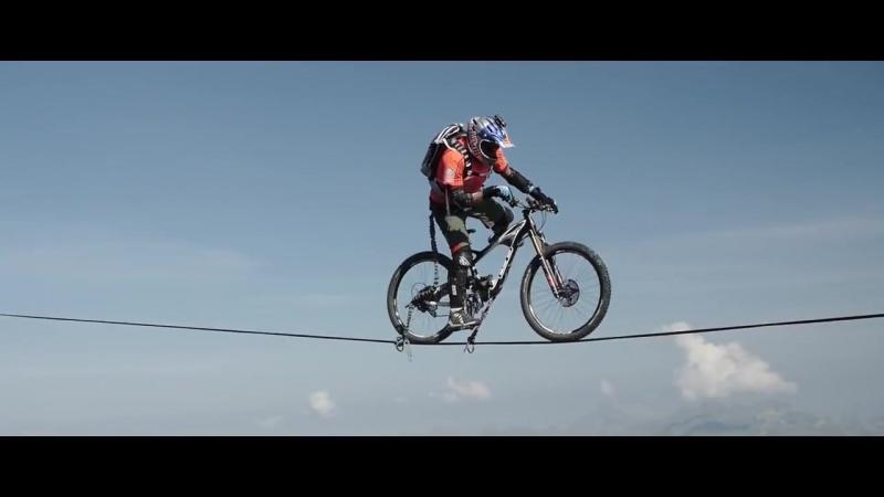 TWFE - На велосипеде по ленте над ущельем!