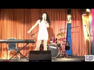 Певица Амира -
