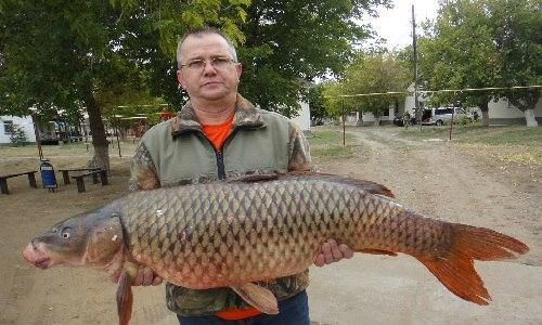 Житель Армянска выудил огромную рыбу