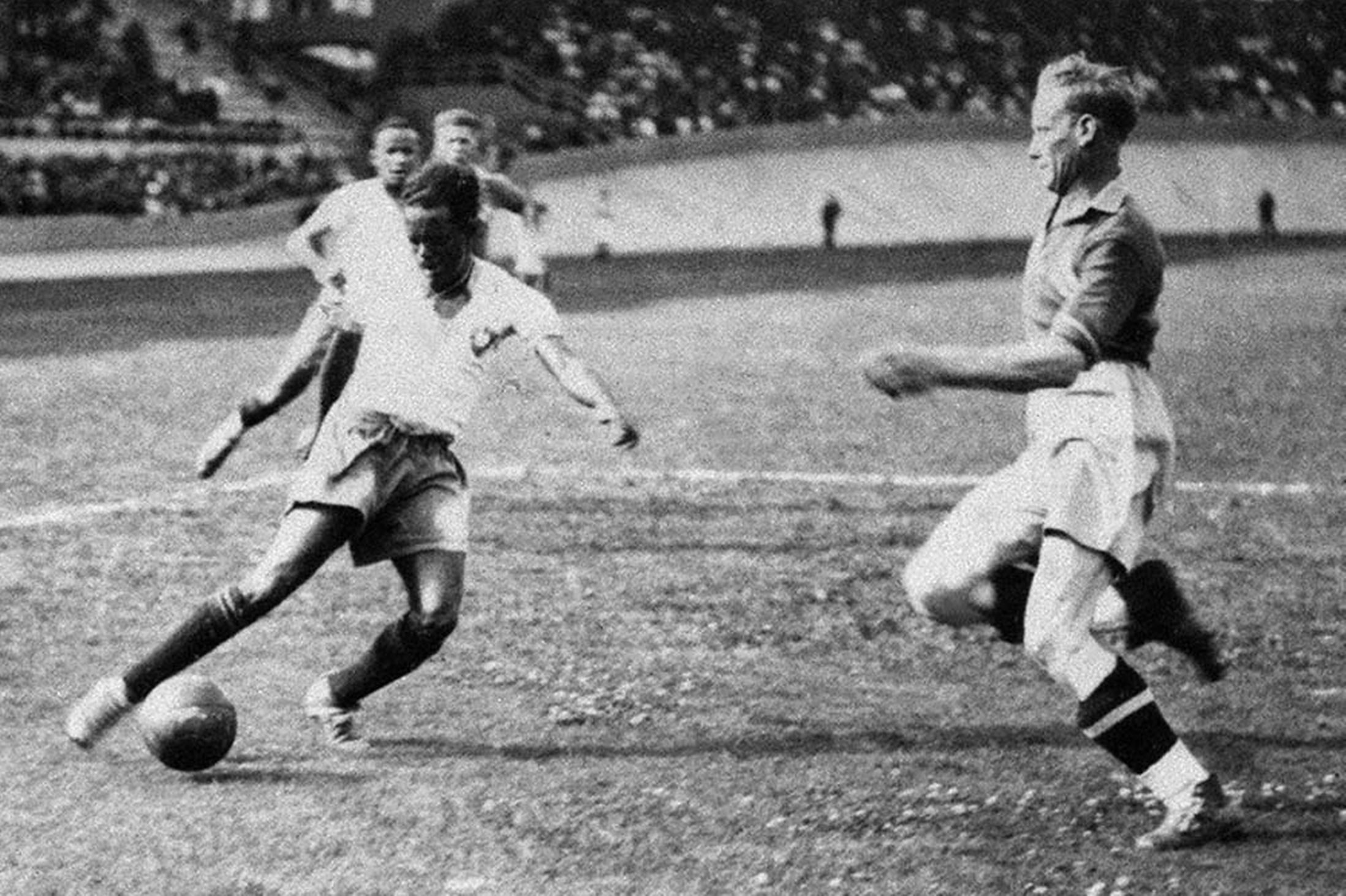Leonidas-da-Silva-controlling-the-ball-in-front-of-a-Swedish-defender-during-the-1938-World-Cup