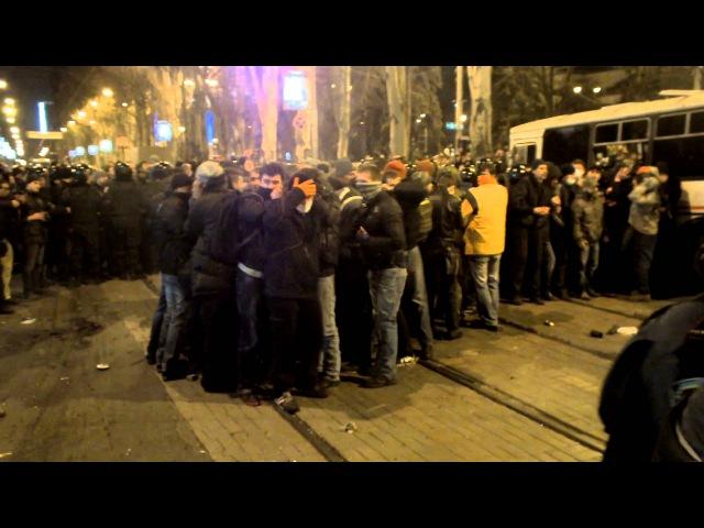 Массовые беспорядки в Донецке. Слабонервным не . 13.03.2014Riots in Donetsk.