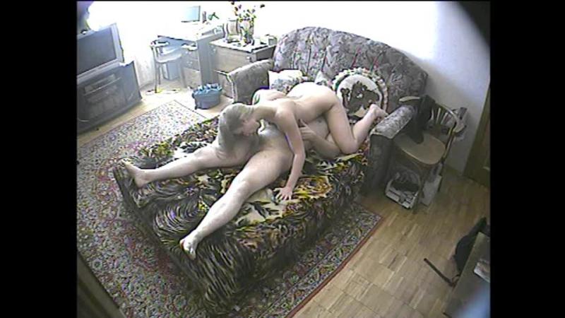подругу раком диван скрытая камера