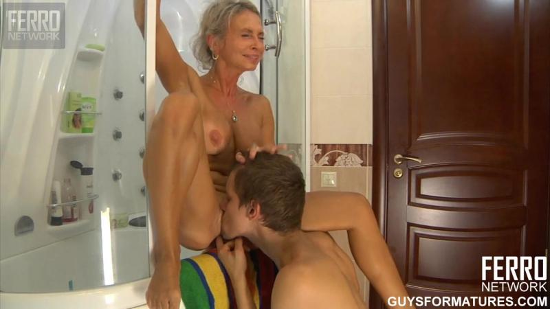 Порно сын трахнул маму и ее подругу после ванной