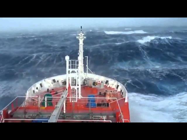 Небольшой шторм в Тихом океане