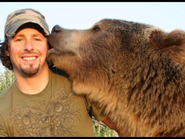 Этот парень нашел двух медвежат возле умершей матери