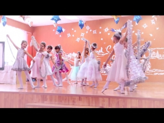 Детский «Новогодний танец снежинок»
