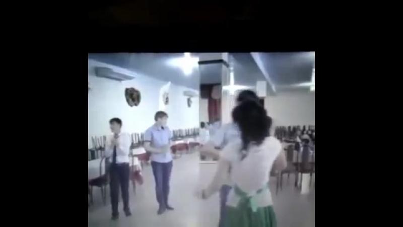 Марат Максумов танцует лезгинку