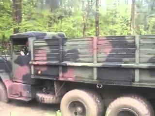 U S  military truck runs off road  американский военный грузовик на бездорожье
