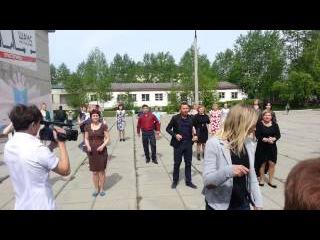 Танцевальный флешмоб учителей школы №6/ www.vkarpinsk.info