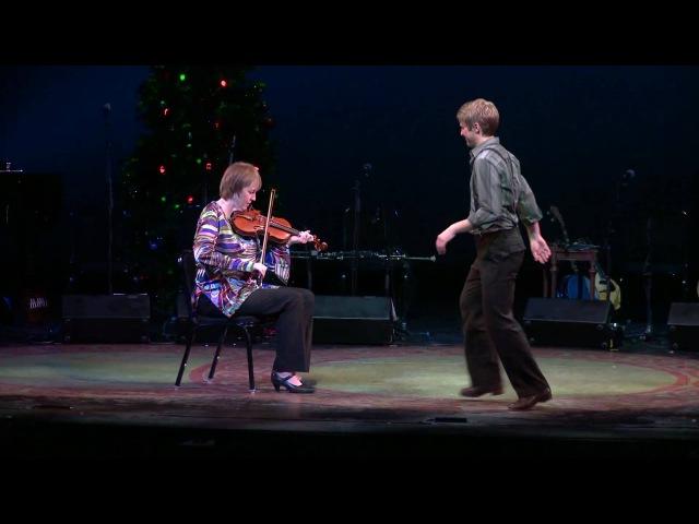 Liz Carroll Nic Gareiss Fiddle and Dance Celtic Christmas Sojourn 2009 HD