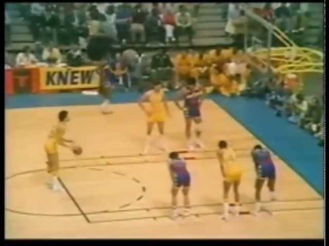 Хайлайты Рика Бэрри в третьей игре с «Буллетс» (38 очков), 1975 год