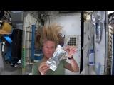 Женщина-астронавт показала, как моют голову в космосе