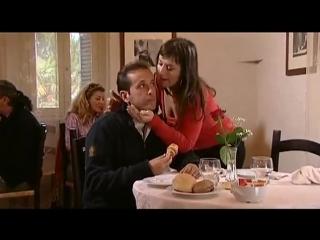 Uccio de santis  chiama la sua fidanzata al ristorante