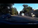 Скутерист против велосипедиста группа: http://vk.com/avtooko сайт: http://avtoregik.ru Предупрежден значит вооружен: Дтп, аварии