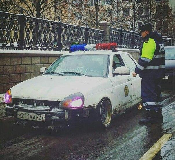 Новогодний маскарад из России тормознули в Минске.