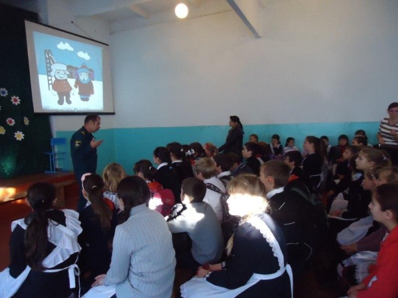 Школьникам станицы Кардоникской рассказали о безопасном поведении на льду