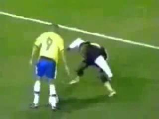 Последнее творение Роналдиньо Приколы, футбол приколы видео, Спортивный юмор  2013