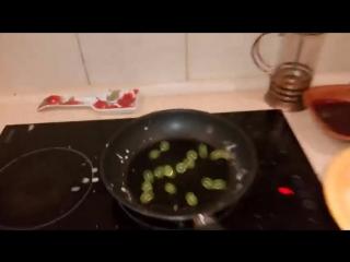 Что будет если положить гидрогель на сковороду