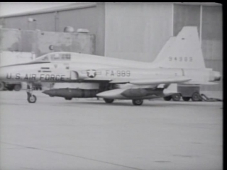 Полет сквозь время / DC Wings - Flying Through Time (2004)   13. F-5 «Фридом Файтер» / The F5 Freedom Fighter