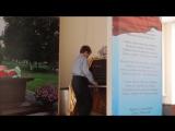 Мальчик круто исполняет музыку из кф