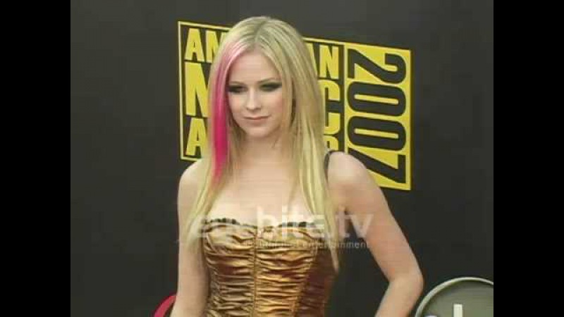 Avril Lavigne - Red Carpet @ American Music Awards (18.11.2007)