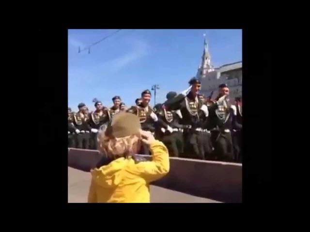 Запад покорил мальчик, которому военные отдавали честь на параде в Москве▲ЖмиПоделиться▼