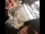 7 февраля 2016: Кара, ее сестра Поппи и Джеймс Кук на Эйфелевой башне, Париж