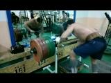 Качаем трапецию с весом 350 кг