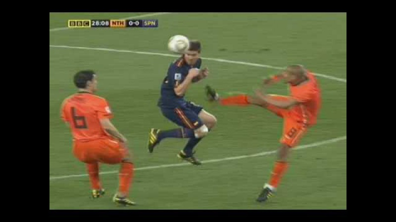 De Jong's Kung Fu Kick On Xabi Alonso- The Netherlands v Spain Word Cup Final
