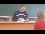 Преподаватель проверяет лекции - http://vk.com/sasisa_ru