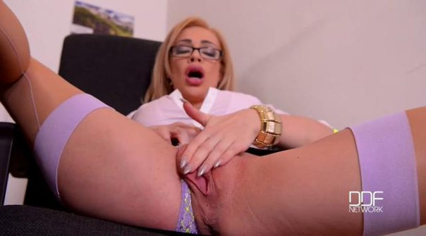 DDFBusty – Chessie Kay – Hardcore Office Intermezzo – Delivery Guy Bangs Busty Babe