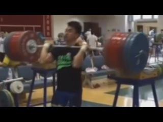 Liao Hui - 260 kg Squat (570 lb)