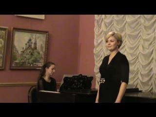 Степан и Анна Егураевы в гостиной после концерта .За роялем Юлия Румянцева.