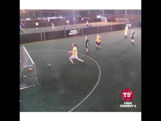 Нелепый автогол из любительского футбола