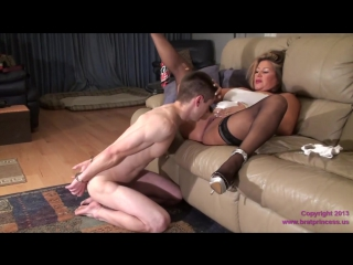 daniela pussy worship on couch