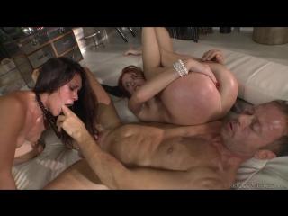 Жестко разрывают дырки порно фото 535-112