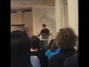 "В книжном магазине Barnes & Nobles Джесси представил книгу «Bream Gives Me Hiccups» (""Икота от леща"") (24.09.2015)"