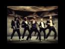 Танец сделан трудом корейских хореографов и Kenny Wormald (Работал с Джастином Тимберлейком Кристиной Агилерой и Крисом Брау