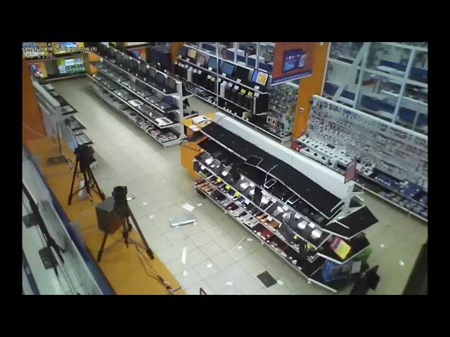 Разгром в магазине ДНС