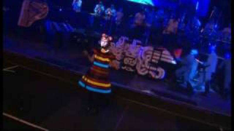 Blue Man Group w/ Venus Hum: I Feel Love (best quality)