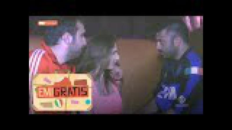 Emigratis - La pornostar Roberta Gemma concede uno spogliarello a Pio e Amedeo
