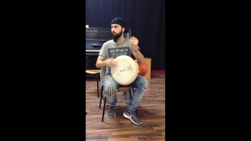 Маэстро Tayfun Ates играет на дохоле 11 Evgeny Percussion