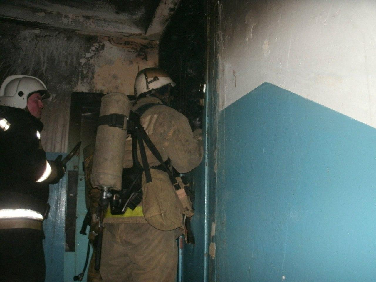 В Таганроге при пожаре в десятиэтажке погибла женщина